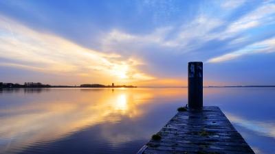 Zonsopkomst over het Gooimeer bij Almere-Haven